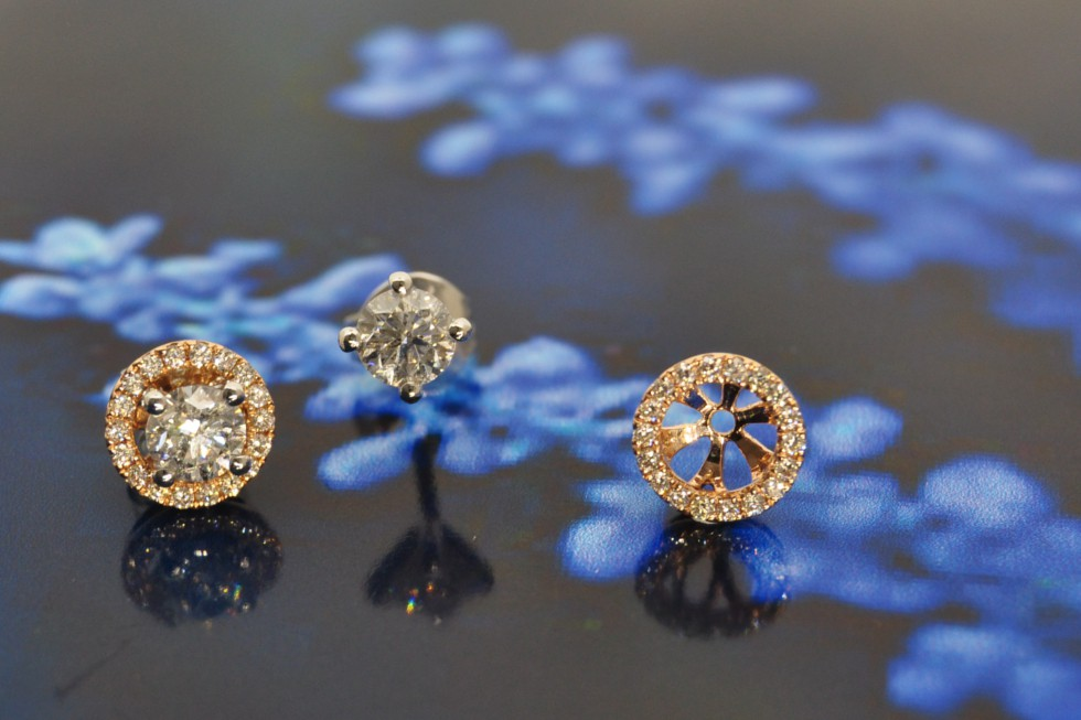 4 claw studs with halo